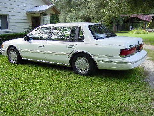 1992 Lincoln Continental Signature Series. 155K mi. Gainesville, Fl