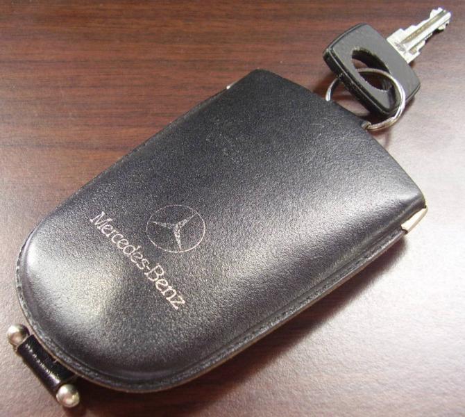 Wtb mercedes w123 oem key pouch peachparts mercedes for Mercedes benz key pouch