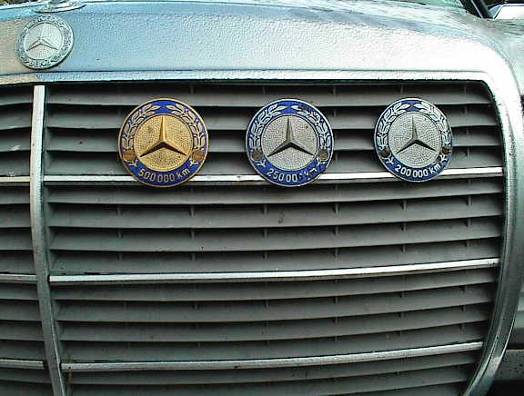 Logos / Badges de calandre pour Mercedes ayant un important kilometrage 13266d1068502388-new-mileage-badge-back-thingie-mb-badges